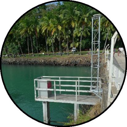 Antenne du marégraphe de l'Ile Royale. Source : sonel.org